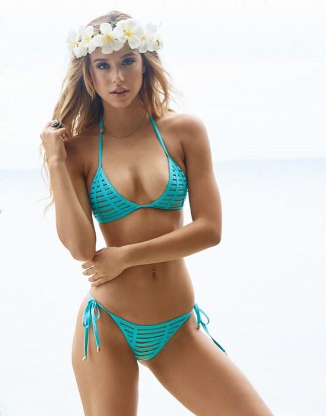 Mùa hè là là thời điểm các người đẹp trên thế giới thỏa sức khoe dáng ở những bãi biển. Hawai được xem là sự lựa chọn hàng đầu cho các mỹ nữ.