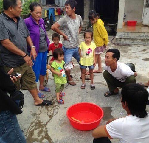 Đi đánh cá, một nông dân 3 lần bắt được lươn vàng cực dị - 2