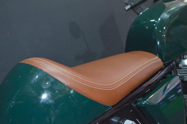 Cận cảnh yên ngồi của Continental GT 535.