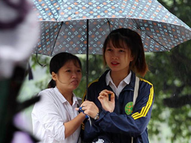 Ảnh: Hà Nội giảm 10 độ, dân Thủ đô mặc áo rét ra đường