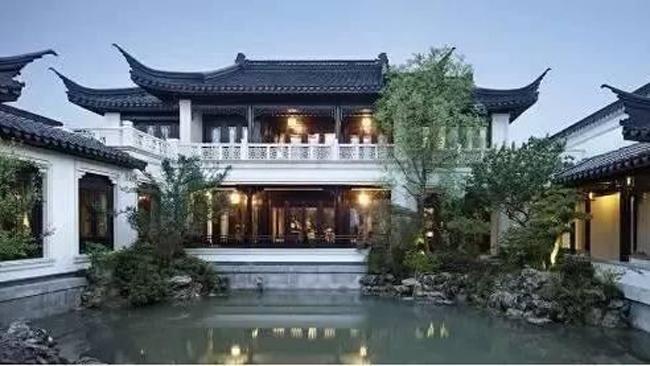 Người Trung Quốc thường quen gọi biệt phủ này bằng một cái tên đậm chất thần tiên:  Đào hoa viên   - vườn hoa đào, đây là một thuật ngữ chuyên dùng để mô tả vùng tiên cảnh chỉ có trong thần thoại.
