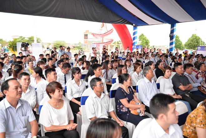 Phạm Anh Khoa, Hoàng Yến Chibi khuấy động lễ khởi công Khu thương mại Rạch Bắp – An Điền - 4