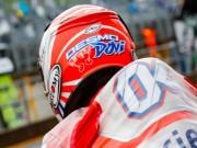 """Đua xe MotoGP: Thủy chiến """"tàn khốc"""", huyền thoại ngã đau đớn"""