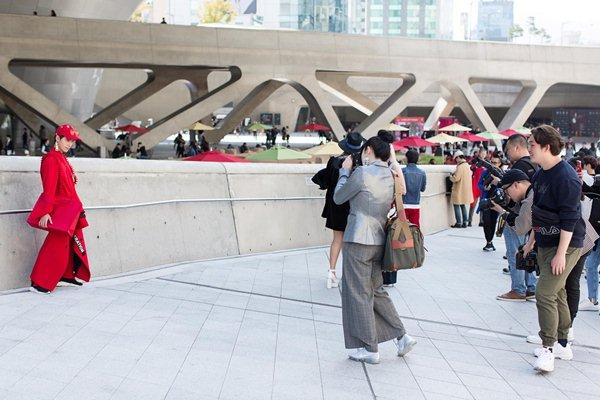 Ngày đầu chào sân, tín đồ Việt nổi bật ở Tuần lễ Seoul - 2