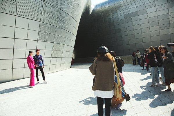 Ngày đầu chào sân, tín đồ Việt nổi bật ở Tuần lễ Seoul - 4