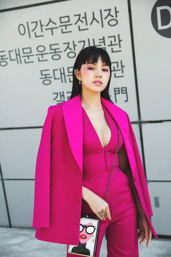 """""""Tiểu thư hội con nhà giàu Việt"""" bơm ngực để đi Tuần lễ thời trang Seoul? - 2"""
