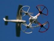 Hy hữu: Máy bay chở khách va phải máy bay không người lái trên trời cao