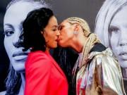 """Boxing: Nữ vương xinh đẹp đỏ mặt vì bị đối thủ tung chiêu """"nhạy cảm"""""""