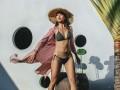 Sau sự cố lộ miếng dán ngực, Mai Ngô lại gây choáng với bikini siêu nhỏ