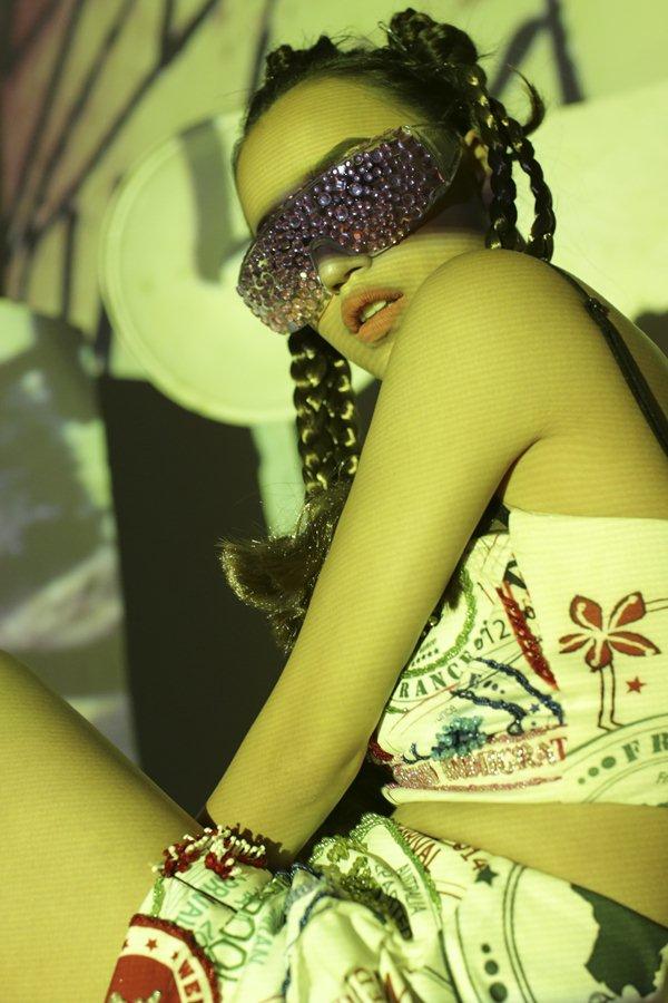 """DJ Tít gây thương nhớ với loạt trang phục """"chất phát ngất"""" - 7"""