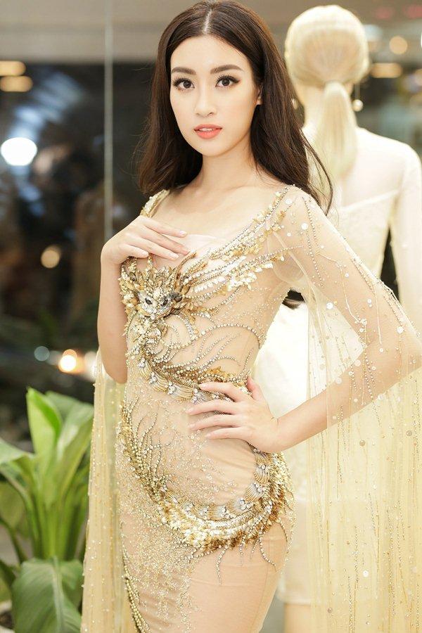 """Giật mình khi """"cặp tuyết lê"""" của mỹ nữ Việt bỗng dưng... phẳng lỳ - 9"""