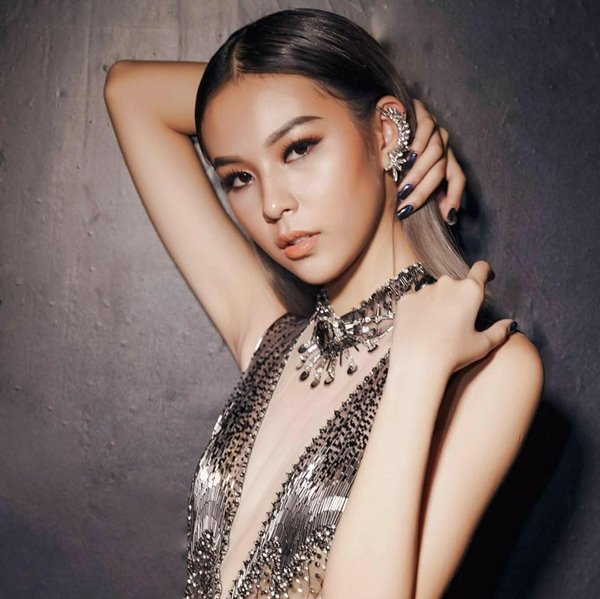 """Giật mình khi """"cặp tuyết lê"""" của mỹ nữ Việt bỗng dưng... phẳng lỳ - 3"""