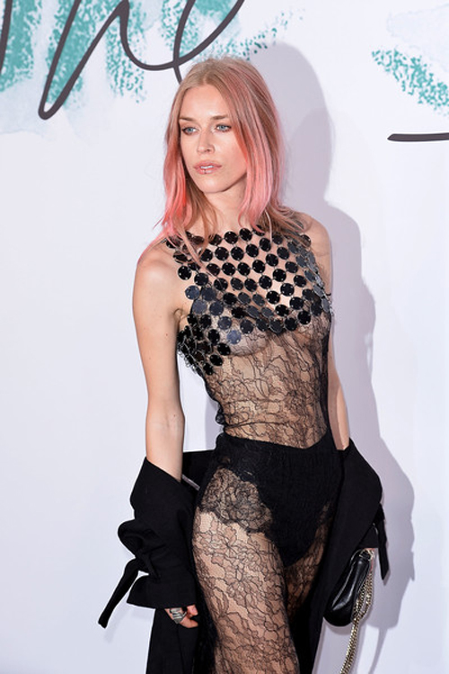 Cuộc sống hoang đàng, phóng túng của cô ả người mẫu làm loạn gia đình Beckham - 7
