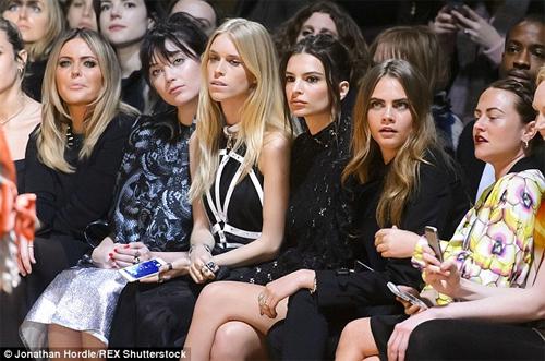 Cuộc sống hoang đàng, phóng túng của cô ả người mẫu làm loạn gia đình Beckham - 4