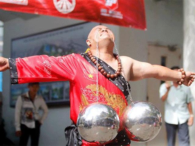 Những hình ảnh ấn tượng của bậc thầy kung-fu VN đi tìm kỷ lục TG