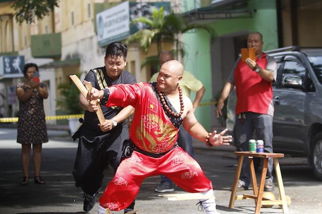Những hình ảnh ấn tượng của bậc thầy kung-fu VN đi tìm kỷ lục TG - 1