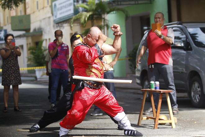 Những hình ảnh ấn tượng của bậc thầy kung-fu VN đi tìm kỷ lục TG - 3