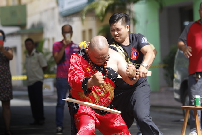 Những hình ảnh ấn tượng của bậc thầy kung-fu VN đi tìm kỷ lục TG - 4