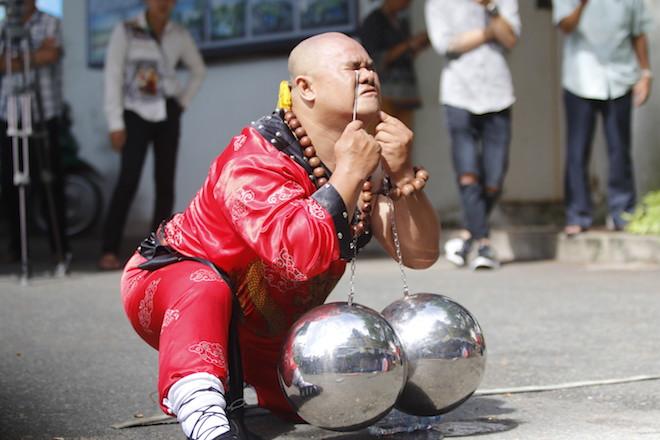 Những hình ảnh ấn tượng của bậc thầy kung-fu VN đi tìm kỷ lục TG - 10