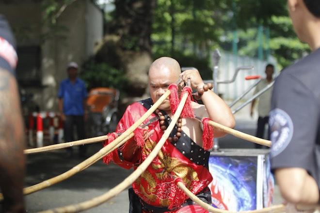 Những hình ảnh ấn tượng của bậc thầy kung-fu VN đi tìm kỷ lục TG - 12