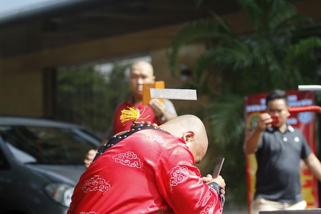 Những hình ảnh ấn tượng của bậc thầy kung-fu VN đi tìm kỷ lục TG - 7