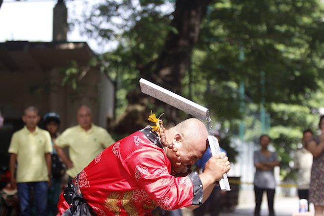 Những hình ảnh ấn tượng của bậc thầy kung-fu VN đi tìm kỷ lục TG - 8