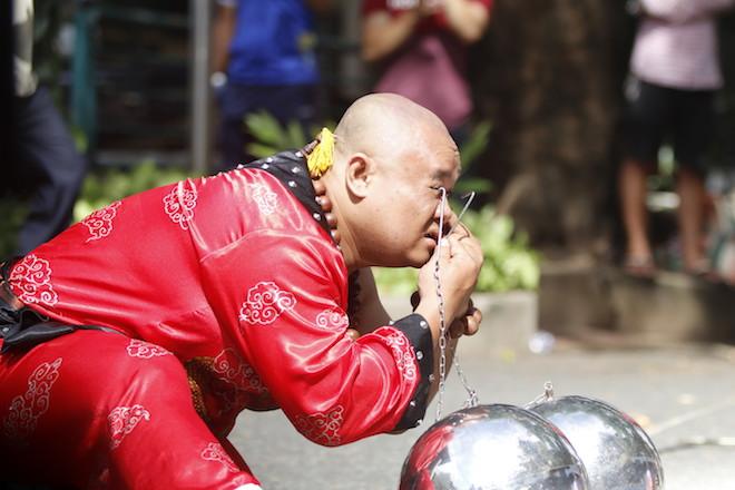 Những hình ảnh ấn tượng của bậc thầy kung-fu VN đi tìm kỷ lục TG - 9