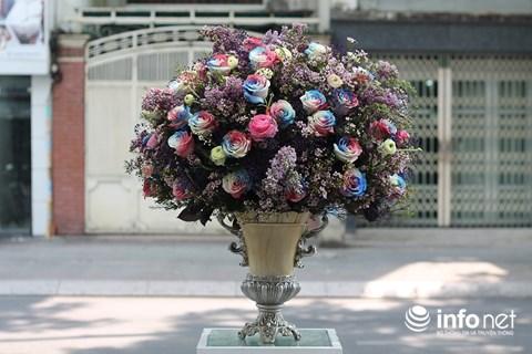 """TP.HCM: Khách """"sộp"""" chi 55 triệu đồng mua hoa nhập ngoại dịp 20/10 - 5"""