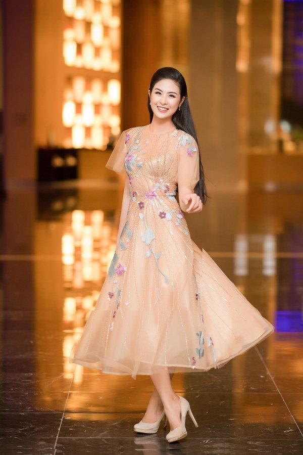 Hồng Quế dẫn đầu sao mặc xấu tuần vì chiếc váy khó hiểu - 4