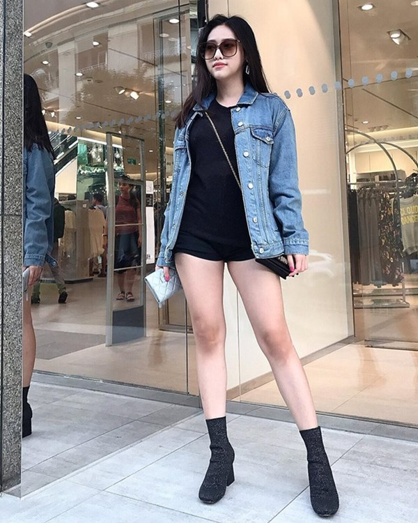 """Angela Phương Trinh dẫn đầu trào lưu """"không quần"""" ra phố - 2"""