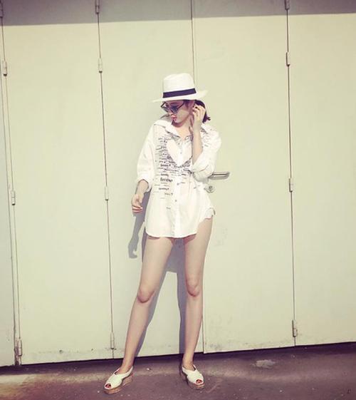"""Angela Phương Trinh dẫn đầu trào lưu """"không quần"""" ra phố - 1"""