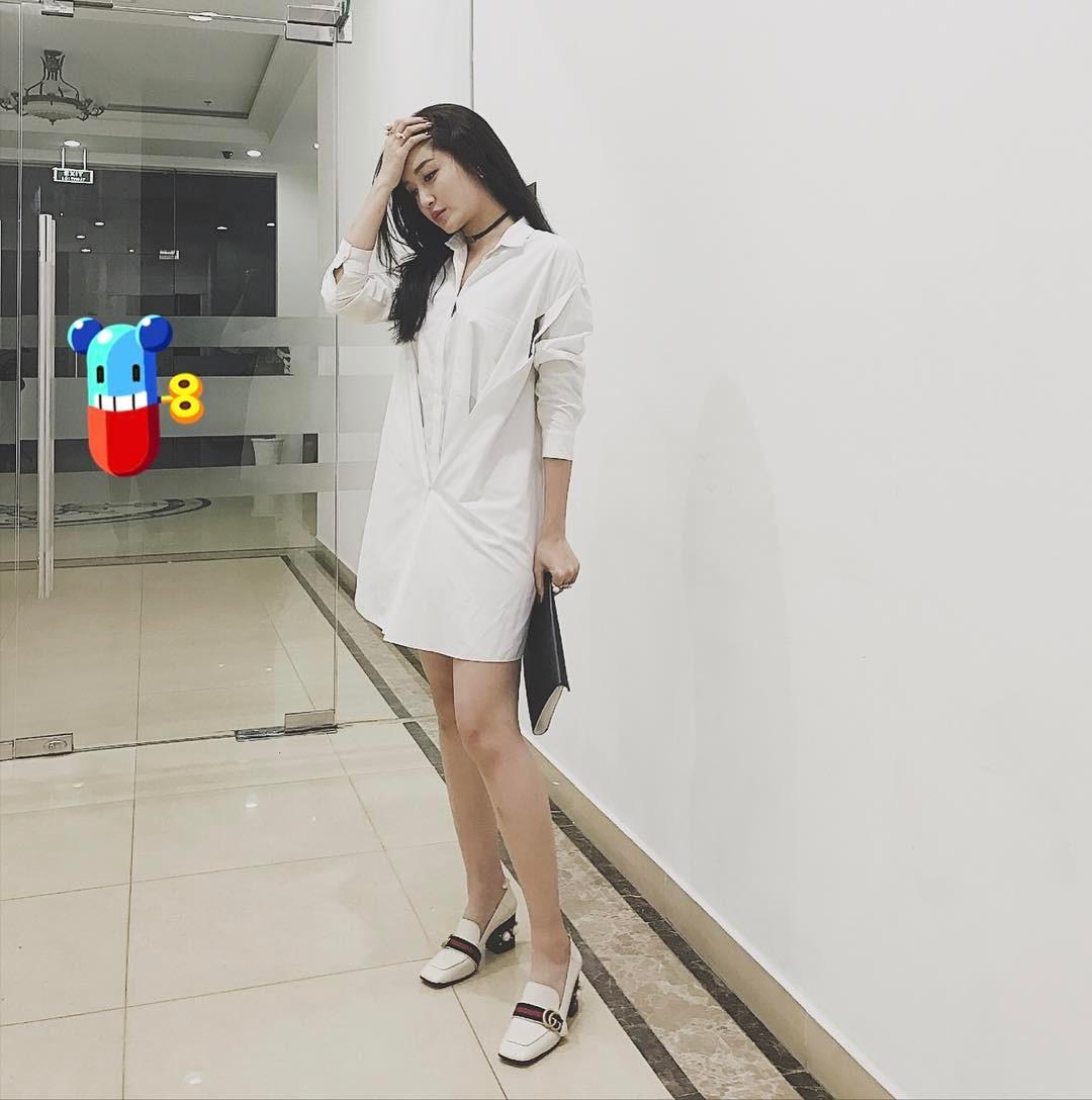 """Angela Phương Trinh dẫn đầu trào lưu """"không quần"""" ra phố - 9"""
