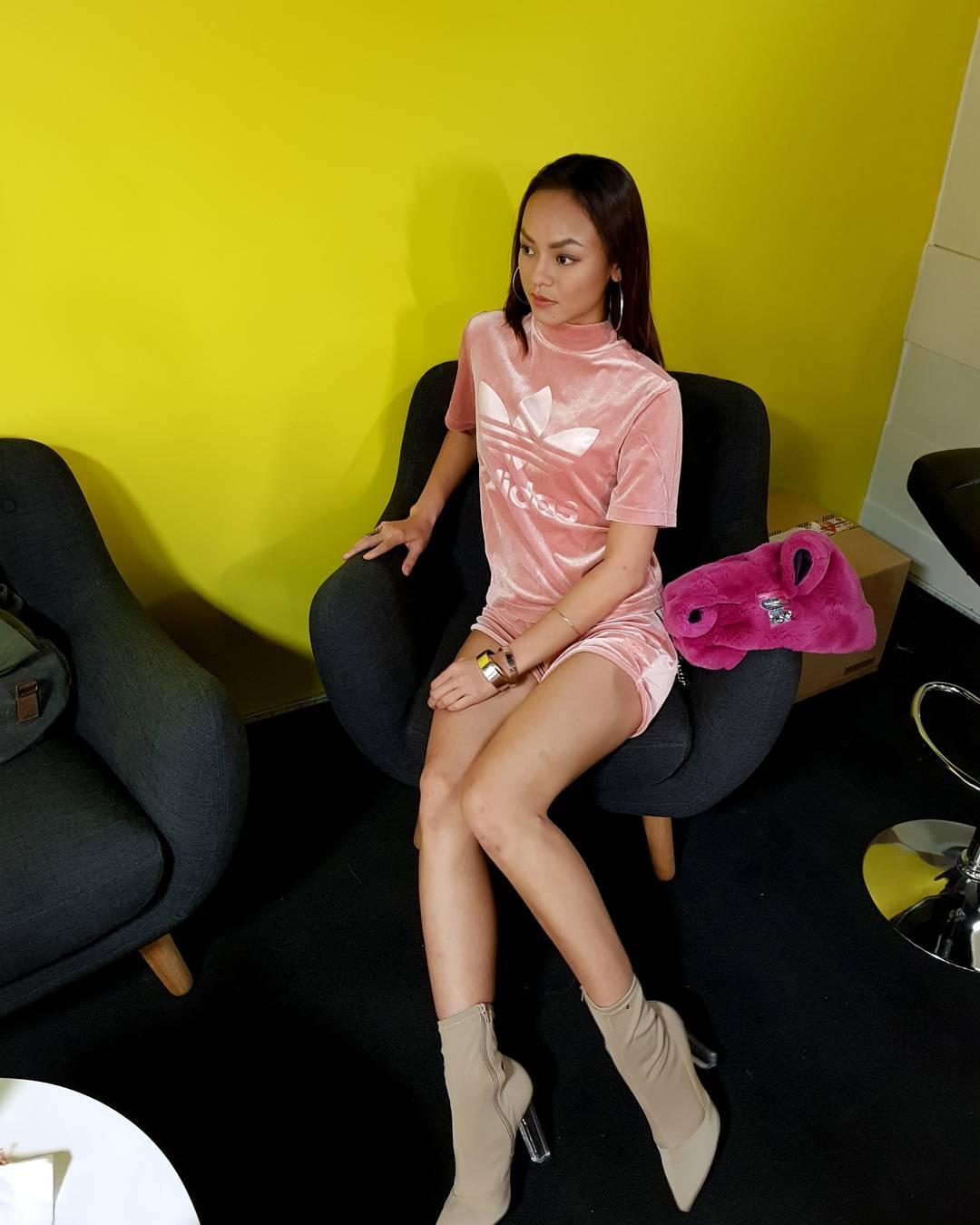 """Angela Phương Trinh dẫn đầu trào lưu """"không quần"""" ra phố - 10"""