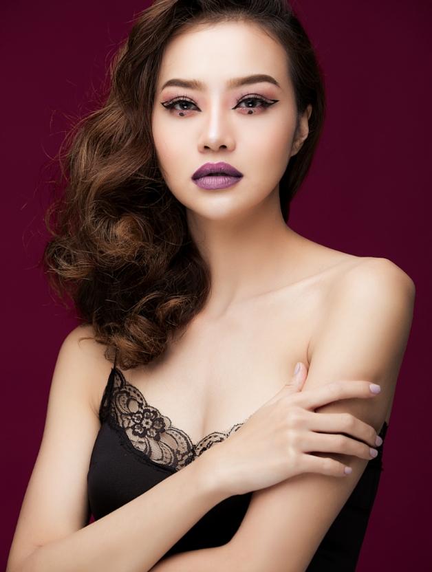Hậu dao kéo, hoa hậu Việt này ngày càng tự tin khoe vòng 1 nóng bỏng - 1