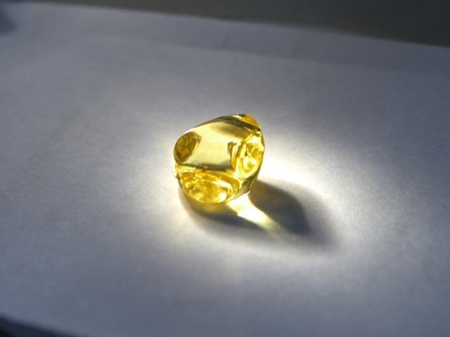 Đào được viên kim cương vàng cực hiếm ở Nga