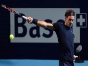 """Clip hot tennis: """"Ma thuật"""" của Federer, đổ keo vào vợt"""