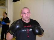 """Choáng MMA: Trọng tài ra đòn cao thủ ngăn chặn võ sĩ """"điên"""""""