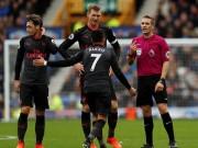 Arsenal phản công cực chất, Ozil đánh đầu đỉnh như... Giroud