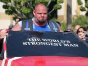 """Kéo 21 tấn: """"Thần Thor"""" choáng, lực sỹ khỏe nhất hành tinh cũng thua"""