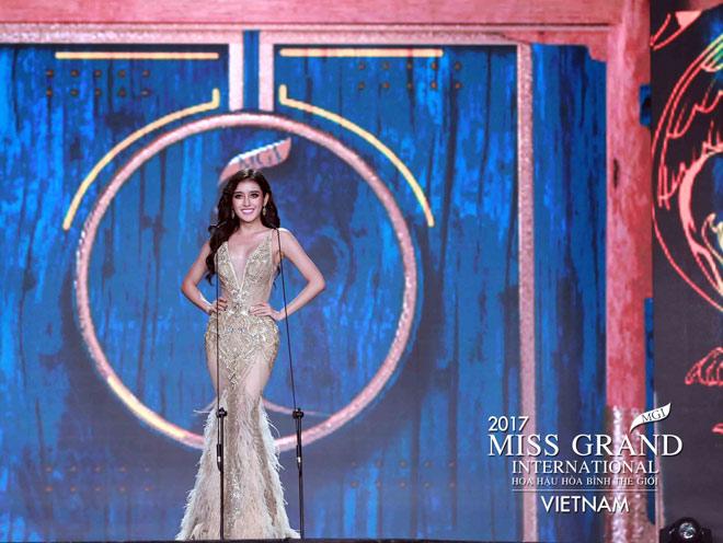 Huyền My trình diễn bikini bốc lửa tại Hoa hậu Hòa bình - 2