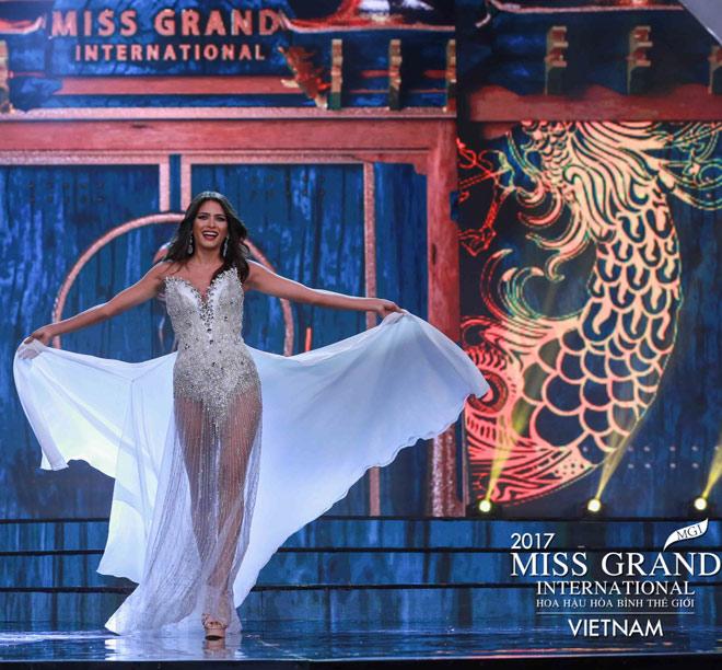 Huyền My trình diễn bikini bốc lửa tại Hoa hậu Hòa bình - 4