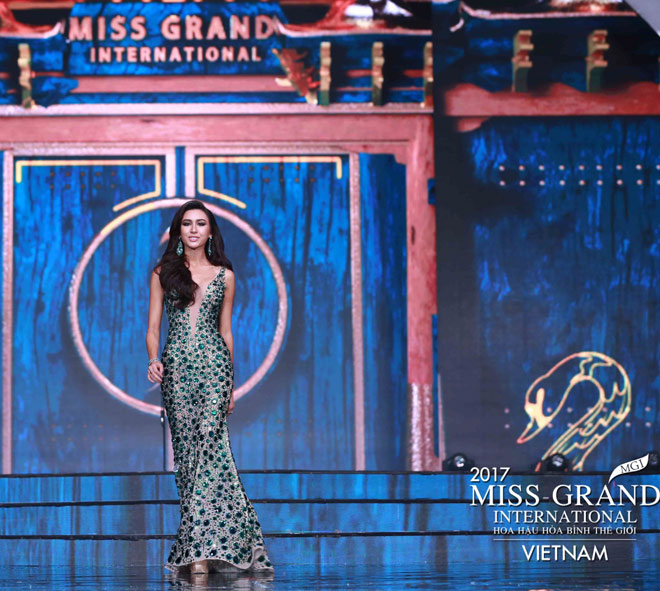 Huyền My trình diễn bikini bốc lửa tại Hoa hậu Hòa bình - 7