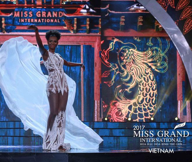 Huyền My trình diễn bikini bốc lửa tại Hoa hậu Hòa bình - 8
