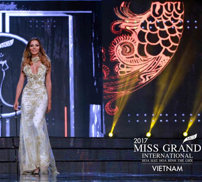 Huyền My trình diễn bikini bốc lửa tại Hoa hậu Hòa bình - 9