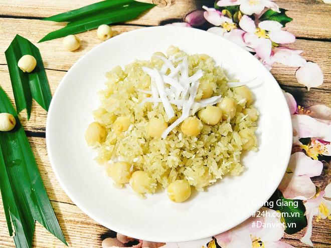 Bữa sáng mùa thu ấm bụng với xôi lá dứa hạt sen thơm dẻo - 1