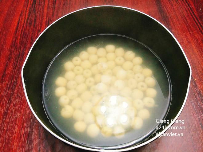 Bữa sáng mùa thu ấm bụng với xôi lá dứa hạt sen thơm dẻo - 4