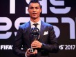 """Ronaldo xuất sắc nhất 2017: Biết ơn Real, """"đá xoáy"""" Messi"""