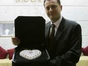 Thị trường - Tiêu dùng - Cận cảnh chiếc ví cầm tay đắt nhất thế giới, nạm 4500 viên kim cương