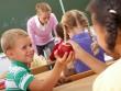Bí quyết khuyến khích con làm việc tốt của phụ huynh khắp thế giới