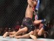 """UFC: 1 đá và cả tá đấm, lính nhảy dù cho """"The Joker"""" ngất lịm"""